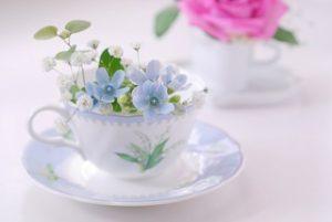 カップと花