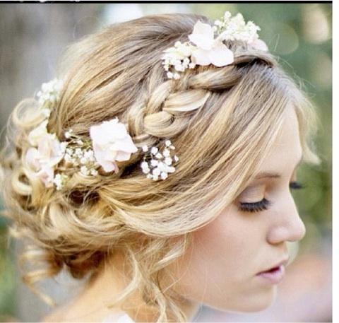 結婚式は、主役のふたりだけではなくお呼ばれの友人や同僚も、似たような環境や同年代という共通点から、素敵な出会いのきっかけとなる運命の日になるかもしれません。