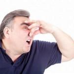 へそが臭い原因は病気?へそのゴマの掃除方法も解説