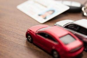 車のおもちゃと免許証