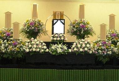 葬式の女性の靴やバッグ・アクセサリーの小物マナー!パンプスやネイルは?
