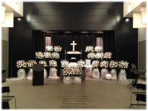 キリスト教葬儀の服装マナーと弔電文例!お悔やみの言葉はどうする?